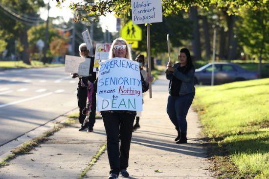Choferes del transporte escolar reclaman aumento de salarios