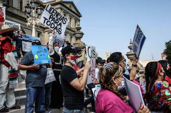 Protestan por la suspensión de la sesión de proyectos de licencias de conducir
